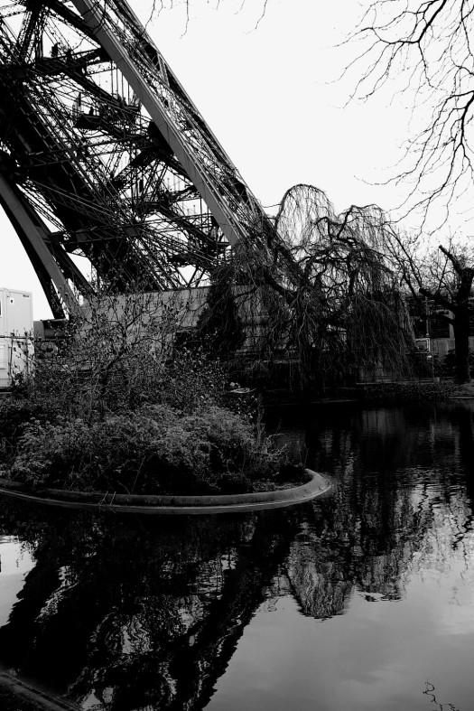 Eiffel Reflect B&W copy