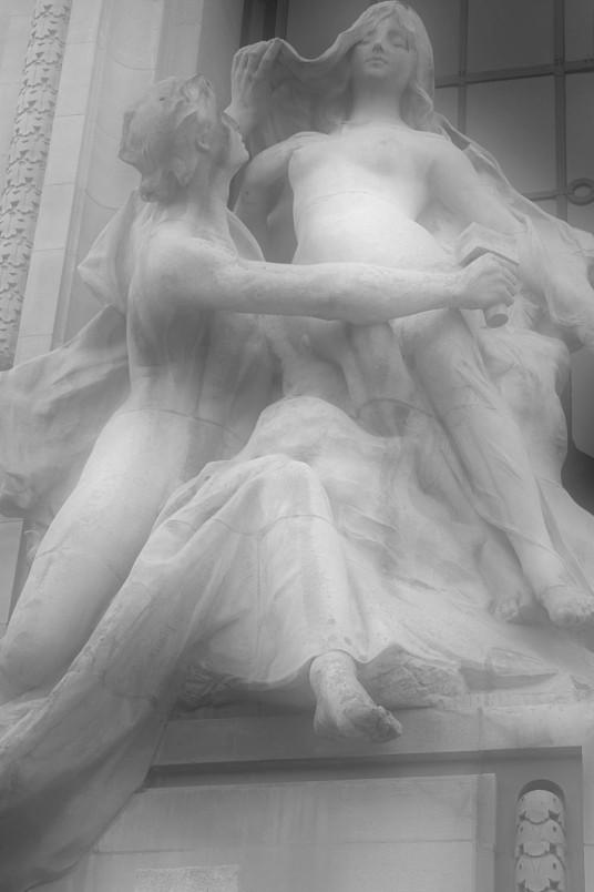 petit palais statue B&W copy