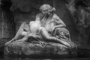 luxe statues B&W
