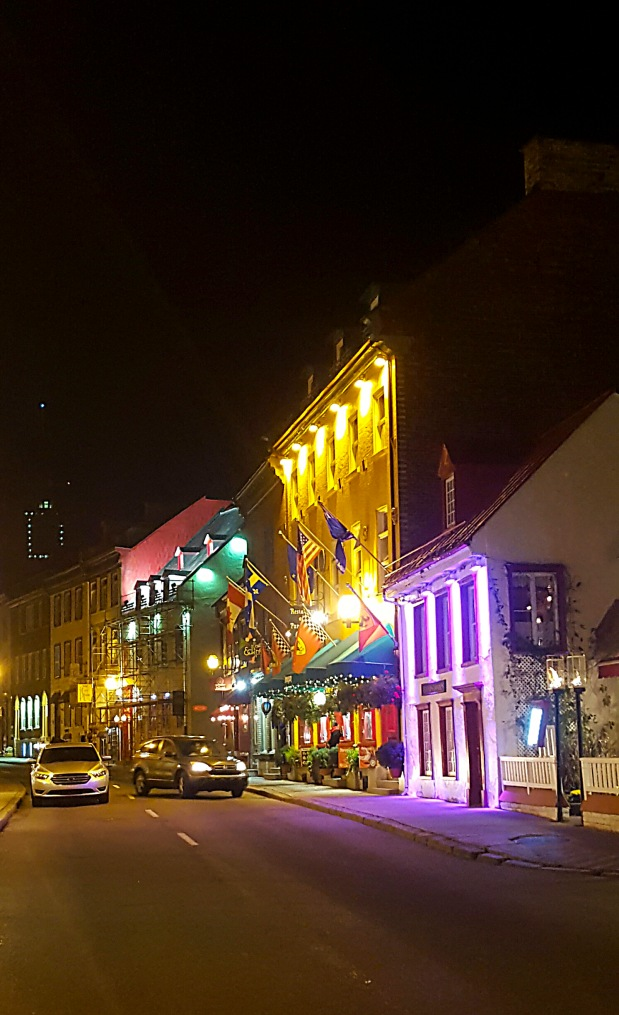 Rue St-Louis at night
