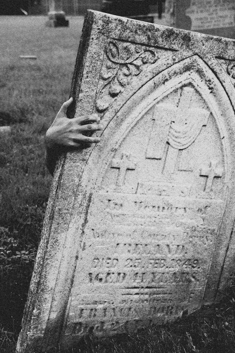 gravestone-with-ghost-hand